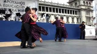 NIÑOS AMIGOS DE LA MARIMBA, BAILANDO CON ORGULLO DE SER GUATEMALTECOS