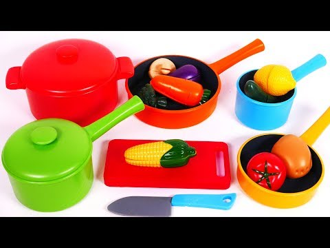 Cooking with Kitchen Pots and Pans Toy for Children and Pretend Food Fruits and Vegetables