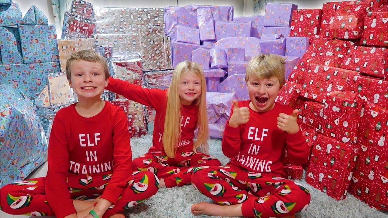 Download CHRISTMAS MORNING OPENING PRESENTS | excited reactions 2018
