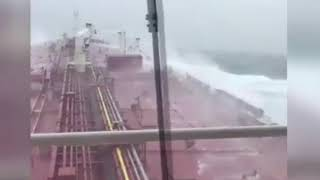 La petroliera sfida l'uragano Ophelia
