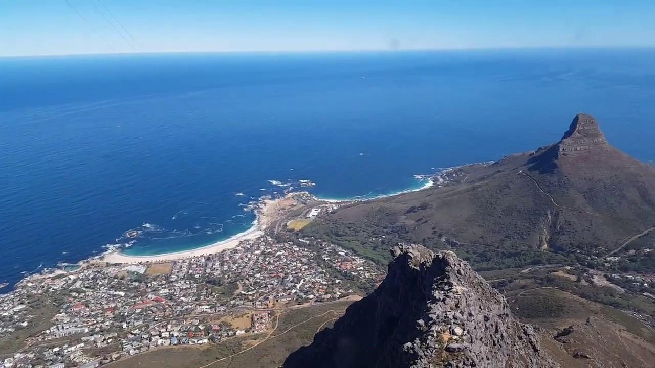 Tafelberg seilbahn: blick von seilbahn auf den tafelberg kapstadt