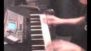 chichu toca el organo seba canta