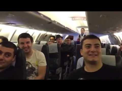 В самолете Актау – Ереван оригинально поздравили пассажира