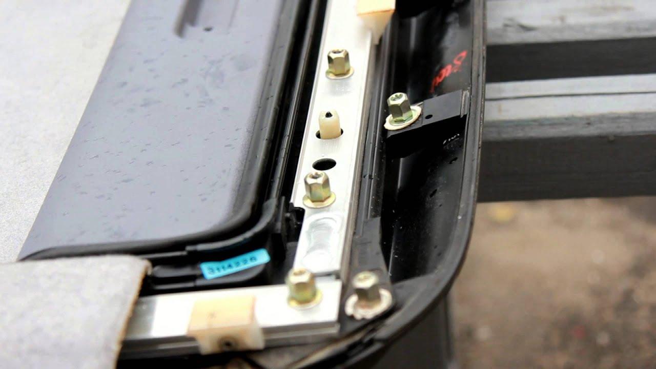 Предлагаемый в качестве опции панорамный стеклянный люк можно полностью открыть, например перед тем, как сесть в автомобиль, а затем закрыть.