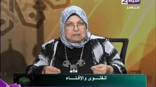 بالفيديو.. أب يتبرأ من ابنته بعد خلعها الحجاب.. وأمها: