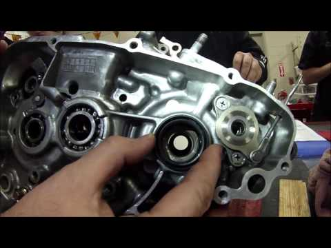 EVERY MECHANIC SERIES:  How to install crankshaft transmission oil seal and installation tips