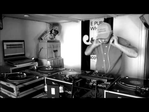 Mixing on 4 turntables by Johnny HEMERSON