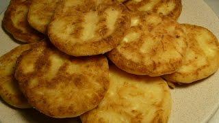 Сырные лепешки на сковороде. Простой перекус к чаю или кофе