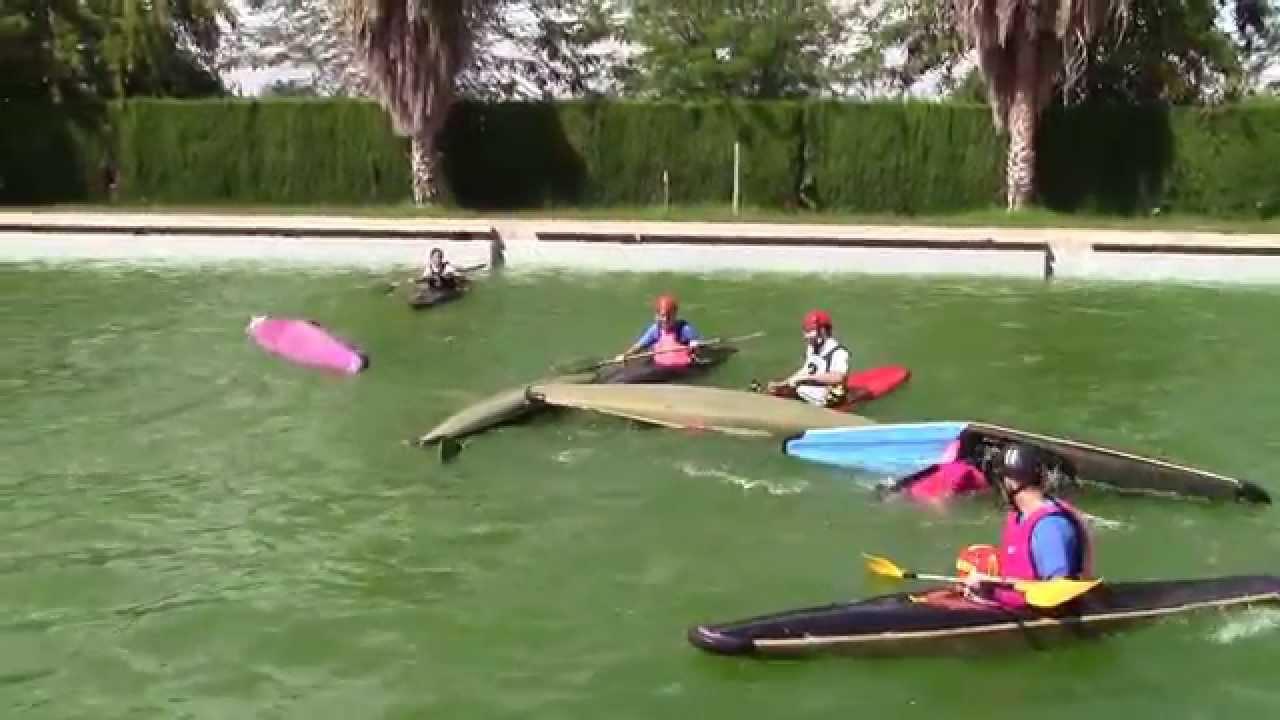 Kayak polo zafarrancho de conbate en la piscina youtube for Piscina canoe