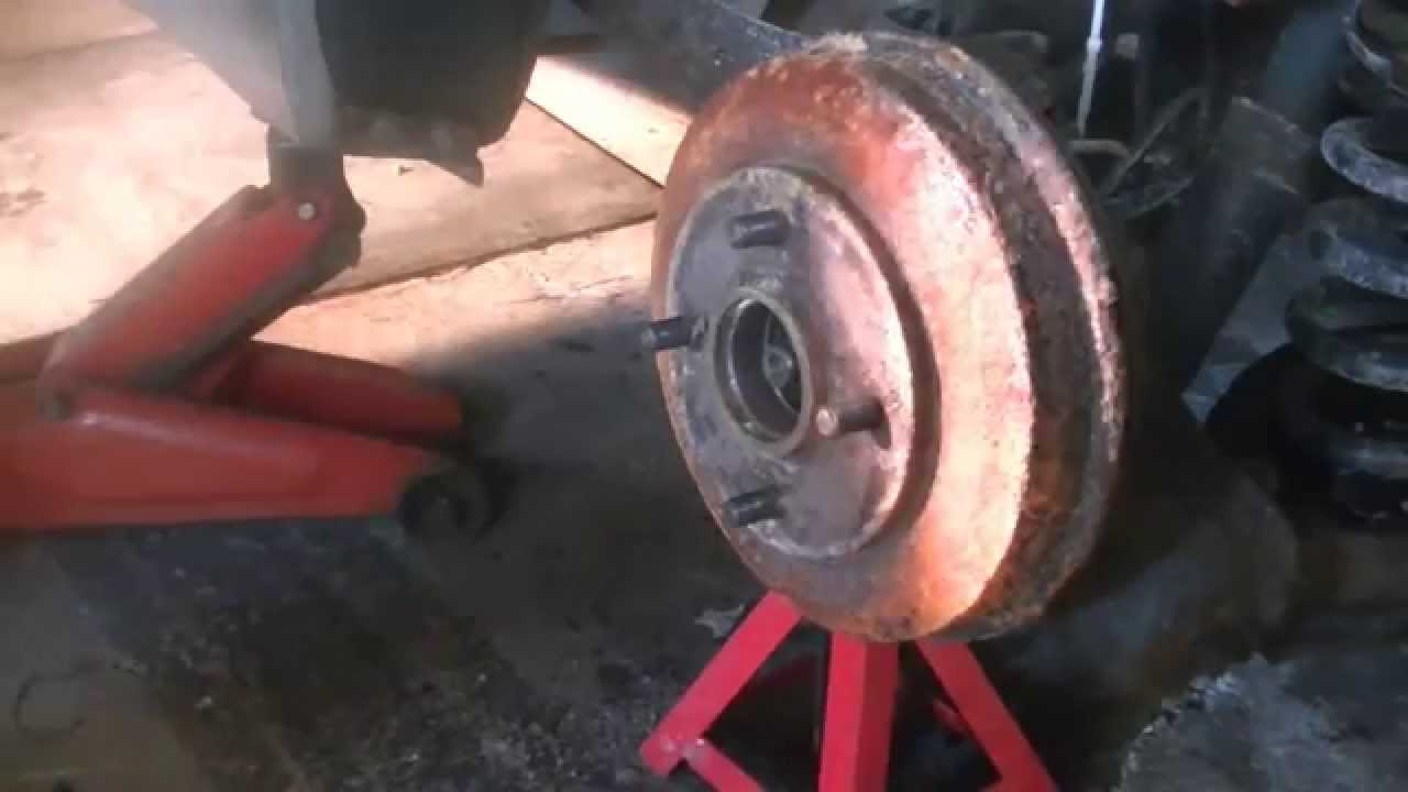 how to repair rear brakes on a 2003 ford focus pt 1 youtube. Black Bedroom Furniture Sets. Home Design Ideas