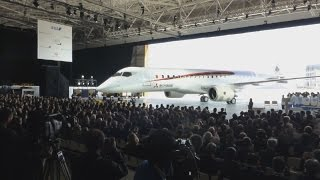 MRJ完成機体を公開 半世紀ぶり国産機、三菱航空機 1st Japanese-built regional jet unveiled