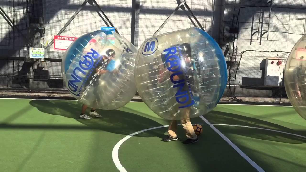 ラウンドワンのバブルサッカー - YouTube