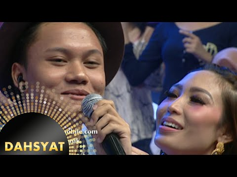Rizky nyanyi 'Kesempurnaan Cinta' buat Ayu Dewi terpesona [Dahsyat] [25 Nov 2015]