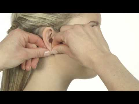 How to remove the ear piercing earrings, instruction film in English