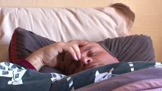 Mon fiancé dort tout le temps et je n'en peux plus !