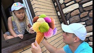 Алиса и папа играют в магазин мороженого для детей или Alice Pretend play selling plastic ice cream
