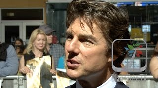 Tom Cruise stops to talk at Jack Reacher New Orleans Premiere