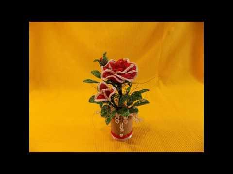 Розы из бисера на 8 марта