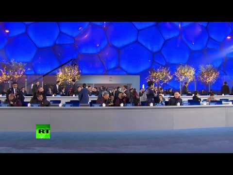 RAW: Putin's moment with first lady at APEC censored in China