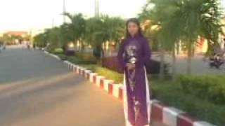 Em đi qua con đường xưa ( Video )