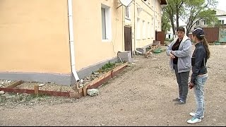 Маленький ребёнок выпал из окна второго этажа в селе Новоникольск