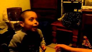 alex jugando campanita cn mama