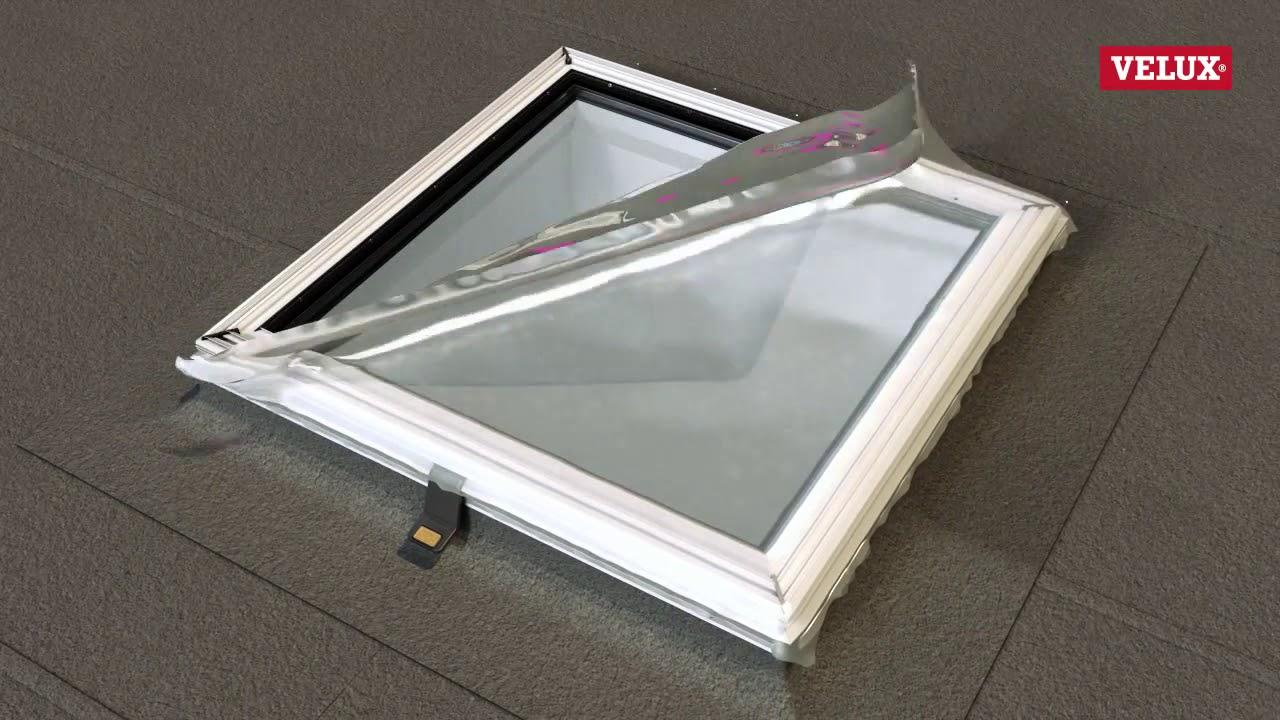 installation d 39 une fen tre de toit plat avec verre courb
