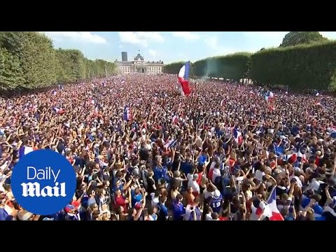 Huge crowd gather in Paris as France plays World Cup final - Daily Mail