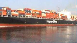 "MS ""Savannah Express "" (Hapag Lloyd) auf der Elbe"