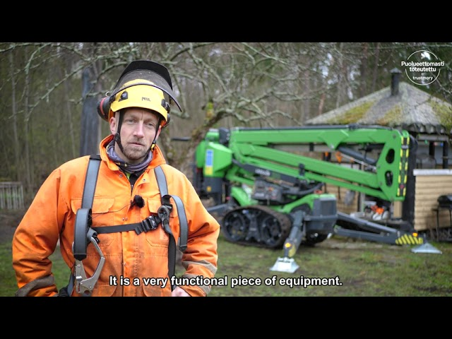 Leguan 190 access platform helps a tree care company take down any tree – fast and safely