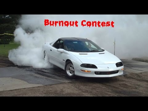 Burnout contest at MoonShine Bar and Grill (Princeton, MN)