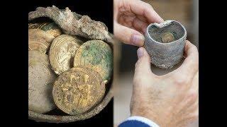 Cuốc đất sau vườn nhặt được lọ sắt rỉ sét, mở ra phát hiện nắm vàng chôn giấu 900 năm trước