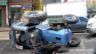 ДТП в Одессе: перевернутый трактор и