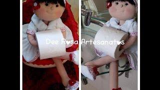 Boneca porta-papel higiênico, bracinho e suporte para ela ficar sentada – Dee Rosa
