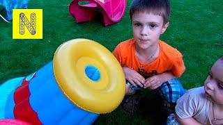 Детская пневматическая пушка. Распаковка игрушки и стрельба. Children's pneumatic cannon