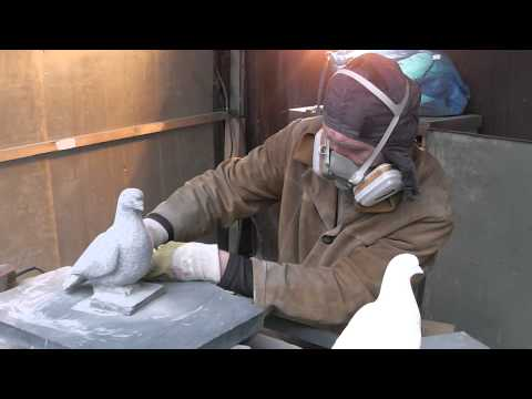 видео: Скульптор Сергей Буханов.Голубь из гранита