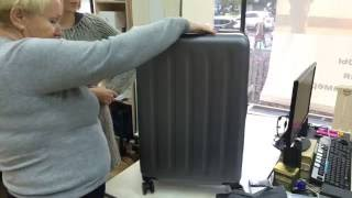 видео Чемодан Xiaomi Mi Trolley 90 Points 24