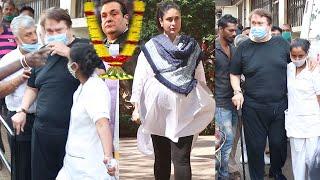 Kareena Kapoor's Papa Randhir Kapoor stands emotionally lost hospital whr brother rajiv pass away