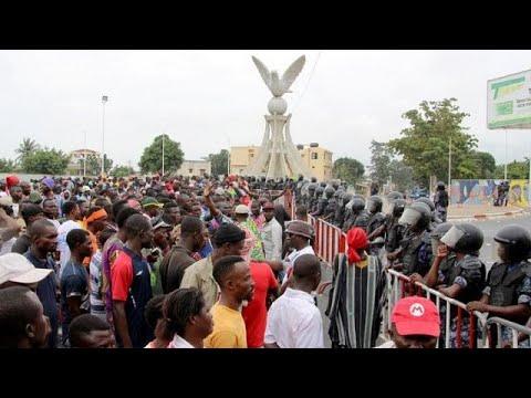 Denizens demonstrate against ECOWAS sanction in Guinea-Bissau [no comment]