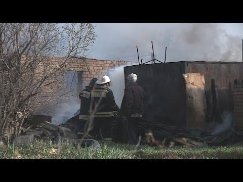 Крупный пожар уничтожил пять домов на севере Волгограда