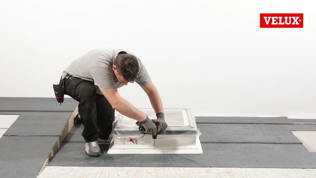 Come installare una finestra per tetti piani velux youtube for Velux tetti piani