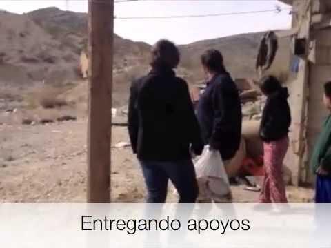 Entregando apoyos en la Colonia Ricardo Flores Magón