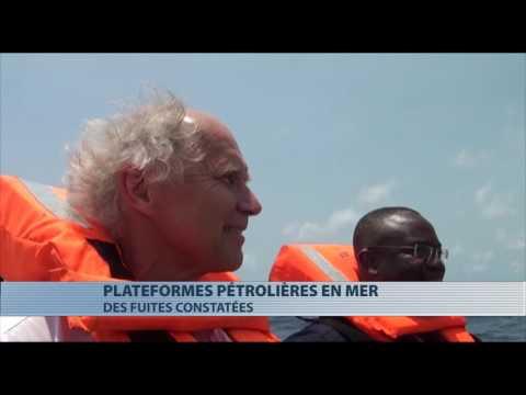 """Le ministre de l""""energie visite les plateformes pétrolières en mer"""