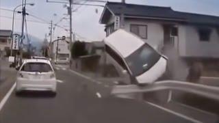 【ドラレコ】ハードクラッシュ11連発  交通事故 DQN キチガイ 最新版動画集 HDTV thumbnail