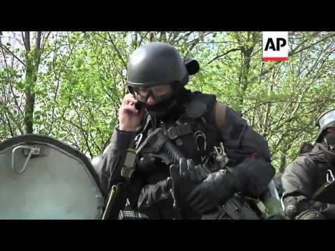 'Anti-terrorist' operation in Slovyansk; pro-Russians set up improvised clinic in Donetsk