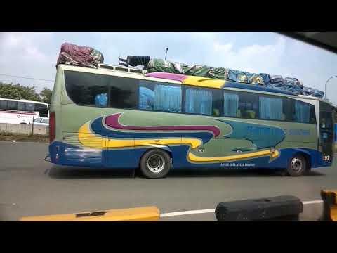 ALS 197 - Antar Lintas Sumatera melaju di Jalan Tol Cikampek Jakarta