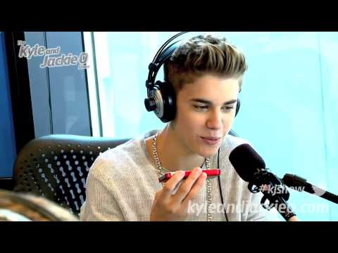 Justin Bieber Answers Phone To Mom During Interview