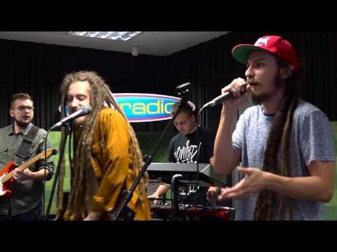 Medial Banana - Ona je madona (live@Funradio)