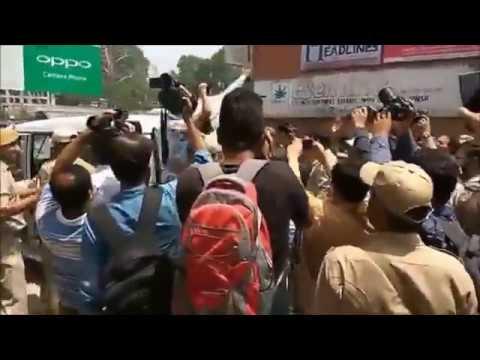 Clerk Fight  for Strike in Srinagar in Memorize Realize Boost Up