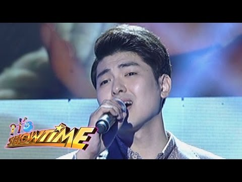 It's Showtime: Yohan Hwang sings